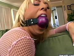 Raw Vidz brings you a hell of a free porn video where you can see how the alluring blonde slut Georgia Peach gets her mouth gagged and her ass fingered into a massive orgasm.