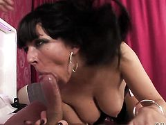 Jordan Perry turns Nacho Vidal on and takes his rod in her mouth