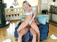 Memphis Monroe and a lucky guy enjoy oral sex they wont soon forget