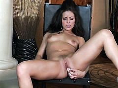 Gracie Glam makes no secret of her pussy hole and jugs