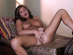 Daisy Lynn with massive boobs and shaved snatch kills time rubbing her muff