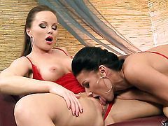 Silvia Saint and Tea show their love for pussy fingering