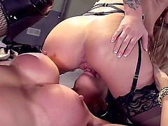 Its time for some lesbians eating pussy and strap on fucking. Its the performance of three hot ladies: Jessa Rhodes, Kayla Carrera and Kendra James, and theyre doing it for you.