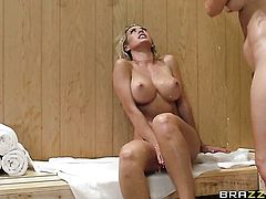 Flirtatious sex kitten needs nothing but Karlie Montanas sweet lesbian slit to lick to be happy