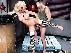 Kris Slater gets pleasure from fucking Bibi Noel in her sweet mouth