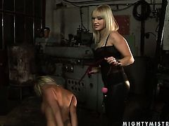 Blonde Adriana Russo and Lee Lexxus show their love for pussy fingering