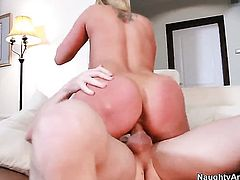 Michael Vegas gives passionate Alanah Raes twat a try in steamy action
