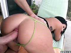 Huge ass Cassandra Nix loves big dick