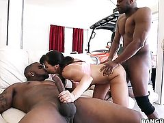 Lisa Ann xxx gets fucked by 2 men