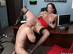Richelle Ryan with juicy tits takes it in her mouth after Johnny Sinss dick becomes stiff and hard
