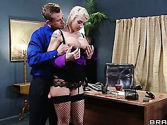 Bill Bailey cant resist incredibly hot Leya Falcons acttraction and fucks her butt like crazy