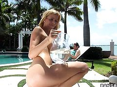 Alexis Fawx gives double handed handjob