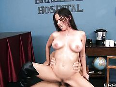 Unthinkably hot bombshell Brandy Aniston with massive tits offers her ass way to Ramon