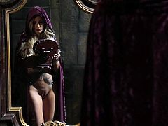 Sex hungry porn star Jessica Drake in beautiful costume wraps his lips around hard dick and shows her fuckable pussy in hot parody. Watch Snow White get down and dirty in this steamy scene.