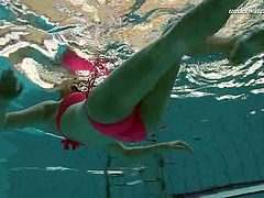 Underwater with a redhead in a hot pink bikini