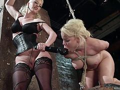 lesbians have fun with kinky strap on