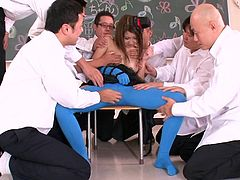 sexy hitomi surrounded by horny guys