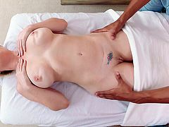 lusty kiki wants to suck the masseur's dick