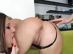 Blonde Nicole Sweet gets her muff used hard by Kelly Roshe