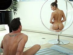 naked cassidy performing sensual massage