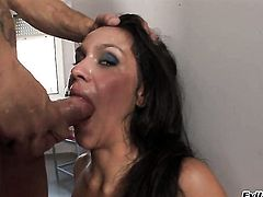Nacho Vidal uses his thick tool to make blowjob addict Chicana Samia Duarte happy