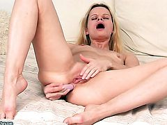 Blonde Ann Marie cant live a day without playing with herself