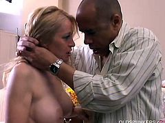 Old spunker gives a sloppy rimjob and gets a sticky facial