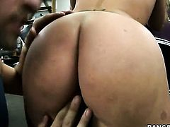 Blonde Austin Taylor with phat butt makes guys cock harder with her warm hands