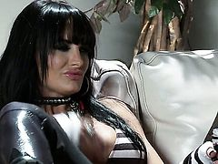 Alektra Blue gets the pleasure from pussy rubbing like never before