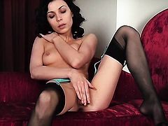 Smoking hot minx howls as she fucks herself with fingers