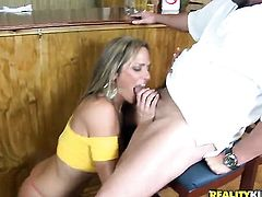 Blonde puts her soft lips on guys throbbing man meat