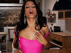 Layla Sin with tiny breasts and clean bush howls as she masturbates