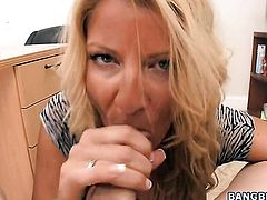 Blonde Robbye Bentley just needs her overwhelming sexual desire to be fulfilled after tugjob