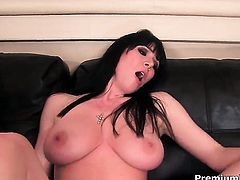 Rayveness gets the pleasure from rubbing Nikita Von Jamess cunt