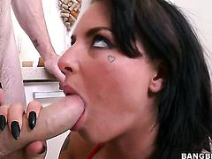 Christy Mack spends her sexual energy with stiff meat stick in her mouth