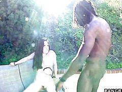 Interracial fuck in the backyard with Sindee Jennings