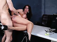 With huge boobs knows no limits when it comes to sucking Criss Strokess meat pole