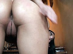 Kimberly Gates opens her legs to fuck herself with vibrator
