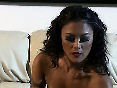 Kaylani Lei is in the mood for pussy rubbing