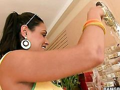 Charley Chase with round bottom finds it exciting to polish guys sausage with her hands