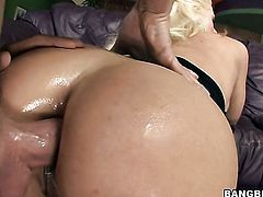 Blonde Holly Heart is curious about hardcore fucking