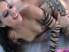 A perfect nympho brunette slut Jynx Maze teases a hunk ude Mr. Pete and eventually gets her sweet wet pussy sweetly licked, so that she gives that big fat manhood an awesome blowjob until he bends her over for an intense deep pounding until she screams for more.
