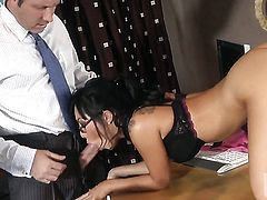 Asa Akira shows oral sex tricks to hot blooded man with desire
