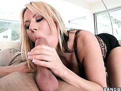 Blonde Carolyn Reese loses control after taking guys throbbing cum laoded snake in her hands