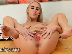 Cadence Lux shows off that sexy pussy of hers