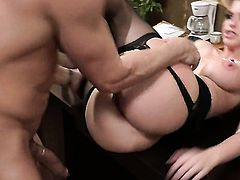 Brooklyn Chase loves fresh hot sperm sticky nectar all over her face