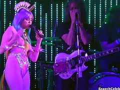 Miley Cyrus Performs Nude - Karen Don't Be Sad (Philadelphia, 12-05-15)