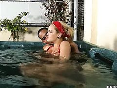 Blonde Alexis Texas with bubbly booty gets a nice fuck