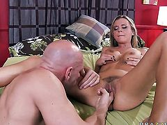 Bree Olson with tiny tities makes Johnny Sinss sturdy fuck stick disappear in her mouth in sexual ecstasy