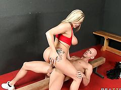 Dayna Vendetta with big boobs attacked by throbbing snake of Johnny Sins
